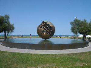 Sfera Grande di Armaldo Pomodoro a Pesaro